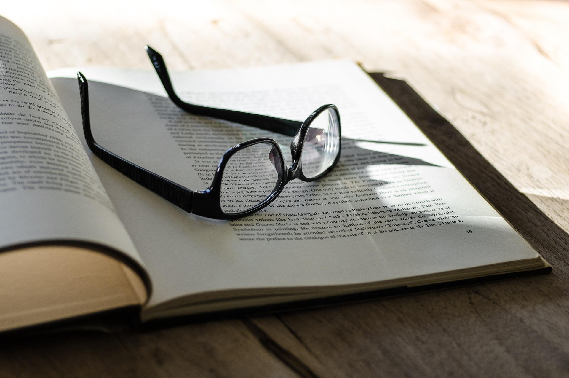 Glasses on an open book Blink Malcolm Gladwell summary
